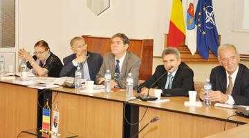 Fostul preşedinte Emil Constantinescu, invitat special la simpozionul dedicat Experimentului Piteşti 3