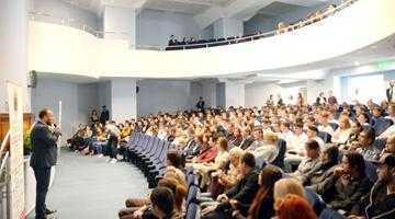 """Oficiali de prim rang şi sute de studenţi la deschiderea anului academic la Universitatea """"Constantin Brâncoveanu"""" 5"""