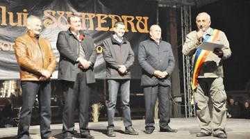 Mii de argeşeni au fost prezenţi la Focul lui Sumedru de la Topoloveni 7