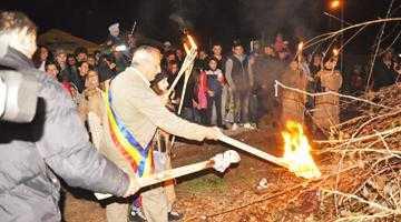 Mii de argeşeni au fost prezenţi la Focul lui Sumedru de la Topoloveni 8