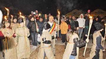 Mii de argeşeni au fost prezenţi la Focul lui Sumedru de la Topoloveni 6