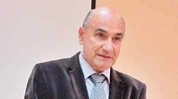 """Prozatorul George Rizescu a lansat """"Mic tratat de prostologie"""" la Biblioteca Judeţeană """"Dinicu Golescu"""" Argeş 6"""