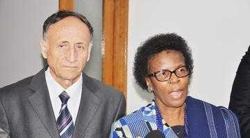 Pendiuc i-a spus ambasadoarei  Africii de Sud că gazonul din curtea vilei sale e importat din ţara ei 6