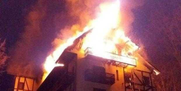 Hotelul lui Badea de la Vidraru a fost distrus de flăcări 5