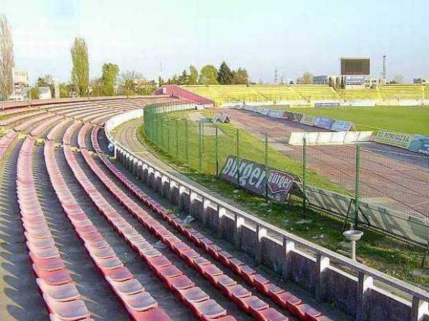 Tribuna a II-a de la Stadionul Nicolae Dobrin va fi demolată şi înlocuită cu una la standarde UEFA 5