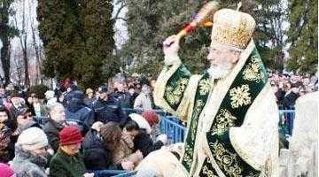 De Bobotează, Calinic le-a interzis preoţilor  să mai bată la uşile enoriaşilor 4