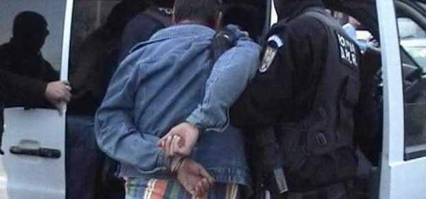 Doi bărbați reţinuţi după ce l-au bătut pe şeful Biroului Investigaţii Criminale de la Poliţia Curtea de Argeş 5