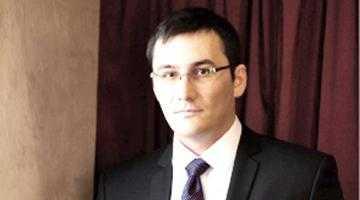 Mai mult decât o întâmplare? Opţiunea vânzării televiziunii Absolut TV de către Mihai Dârzan coincide subit cu ieşirea tatălui său din proiectul eşuat Molivişu 3