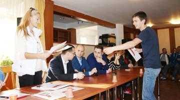 Urmărit penal de DNA, finul deputatului Drăghici, Cristian Meleşteu, apare în pozele din tabăra politică a TSD Argeş de la Poiana Braşov 5