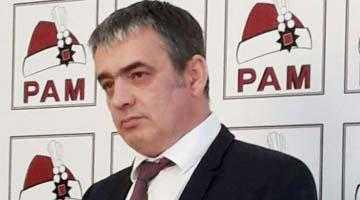 În prezenţa ziariştilor şi a membrilor din Partidul pentru Argeş şi Muscel, de ziua lui, Mircea Andrei s-a amuzat copios pe lipsa de umor şi de idei a adversarilor din PSD şi PNL 5
