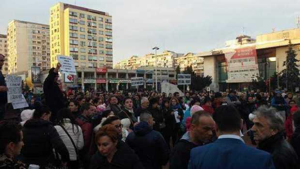 Peste 150 de piteşteni au protestat împotriva sistemului sanitar dezastruos din Argeş 2