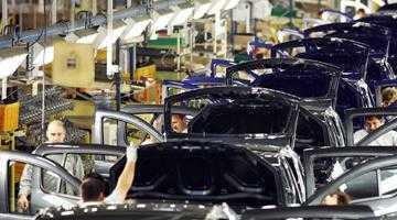Brandul Dacia vinde bine şi maşini noi şi la mâna a doua 5
