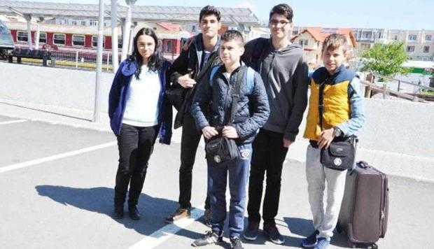 Elevii din Argeş s-au întors de la Olimpiada Naţională de fizică încărcaţi de medalii 5