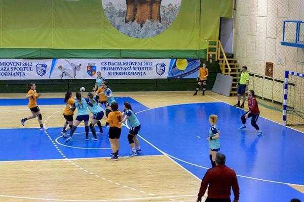 CS Dacia Mioveni 2012 va organiza turneul semifinal de handbal 5