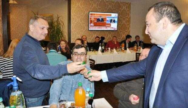 Narcis Sofianu a sărbătorit Ziua Presei, ciocnind ouă cu jurnaliştii argeşeni 3