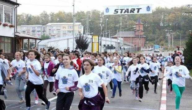 """Aproximativ 350 de elevi de la şcolile din Mioveni vor participa la crosul """"Campionii Bucuriei"""" 6"""