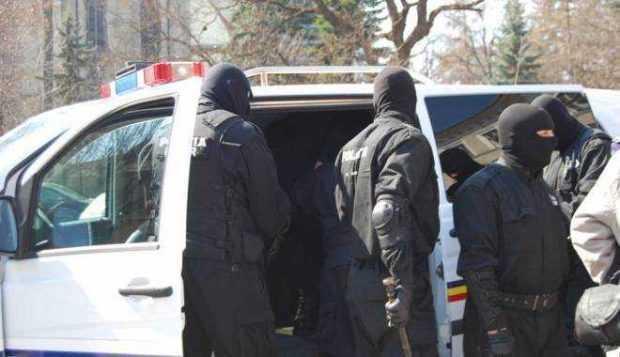 Descinderi ale polițiștilor la un bordel din cartierul Războieni 6