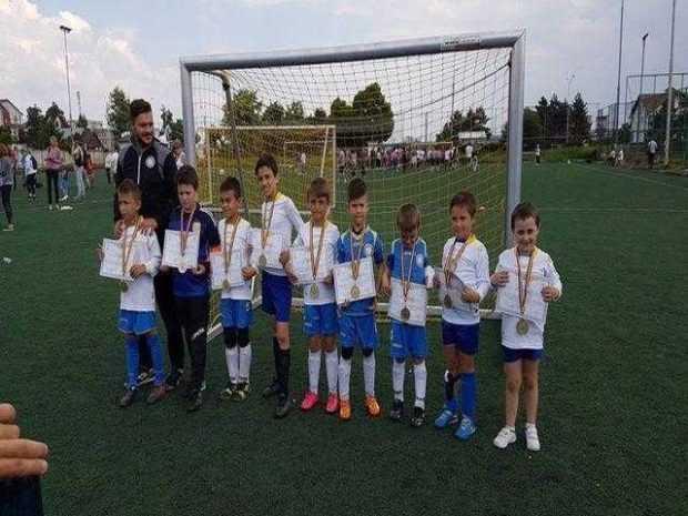 Puștii de la Școala Constantin Schumacher au primit primele medalii din carieră 4
