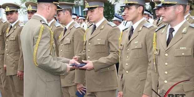 O nouă promoţie de maiştri militari şi subofiţeri la Piteşti 5
