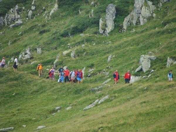 Șase salvamontiști argeșeni au urcat pe jos pentru a salva un turist rănit în Munții Făgăraș 5