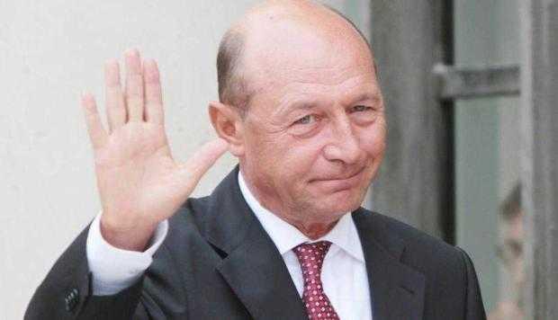 Aşteptat la Ziua comunei  Bascov, Băsescu a ales să meargă la Mălureni cu cuscrii 3