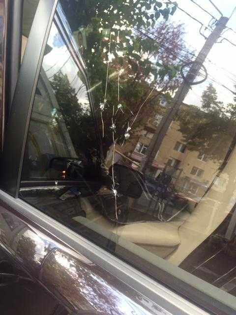 S-a tras cu pistolul în maşina unui deputat din Argeş 6