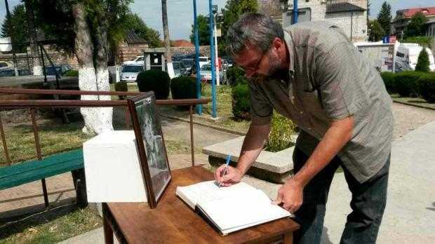 Muzeul din Curtea de Argeş a deschis o Carte de Condoleanţe 6