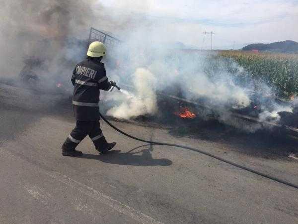 Incendiu la remorca unui tractor încărcat cu baloți la Hârsești 6