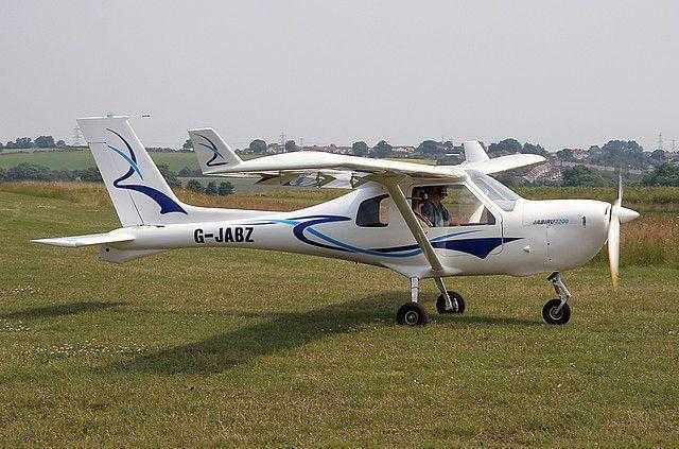 Un avion uşor a aterizat forţat pe un câmp din Argeş 6