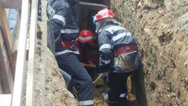 Un bărbat a fost salvat de sub un mal de pământ după o intervenție ce a durat 4 ore 6