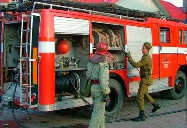 Locatarii unui bloc din Câmpulung, evacuați din cauza pericolului de explozie 4