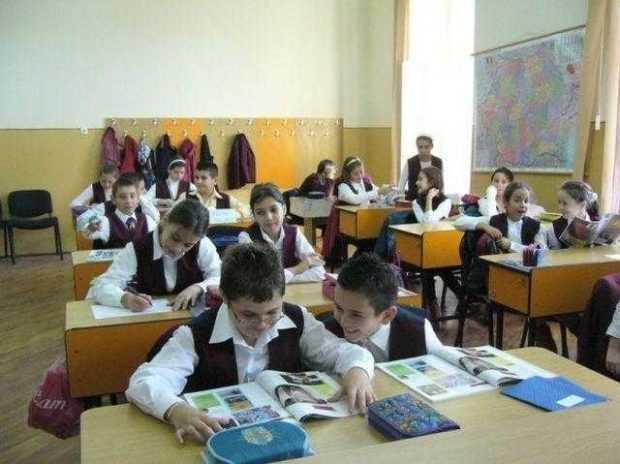 Elevii se întorc la şcoală pe 12 septembrie 5