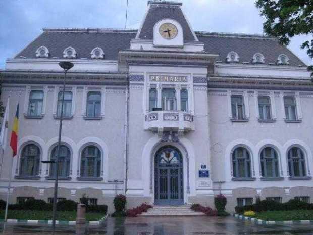 Curtea de Conturi a găsit bani cheltuiţi nejustificat la Primăria Piteşti 3