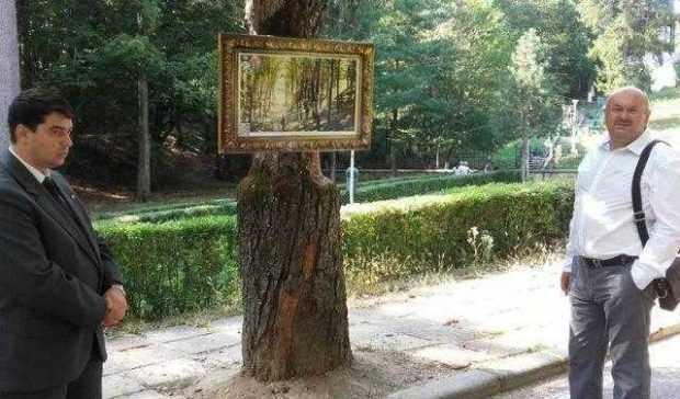 Expoziție de tablouri după cărți poștale vechi cu și în din ce în ce mai mica pădure Trivale 4