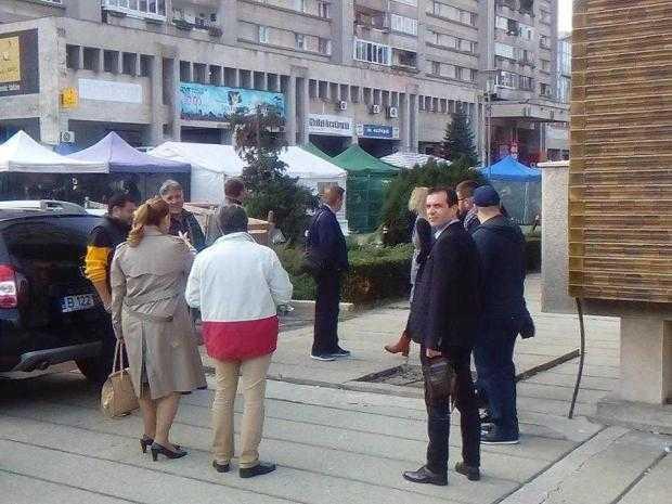 Cei doi candidați la funcția de director al Teatrului Alexandru Davila, cu susținătorii la concurs 4