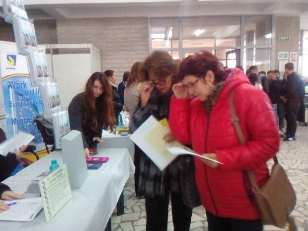 Locuri de muncă multe și variate pentru absolvenți, la Pitești și Curtea de Argeș 5