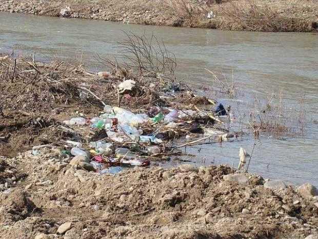 Dezbatere pe tema poluării apelor, la Piteşti 2