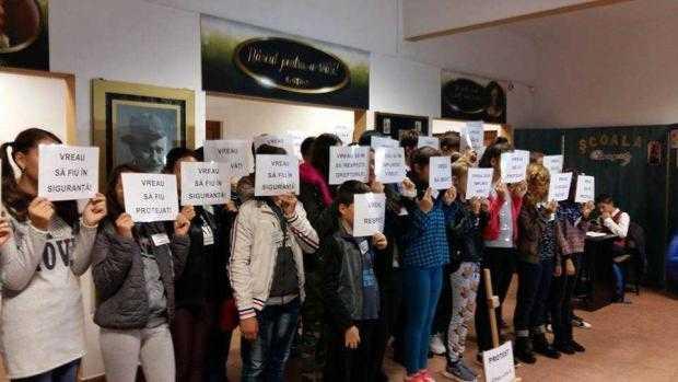 """Au încetat protestele de la Școala Generală """"I.L. Caragiale"""". Elevul nedorit va face investigații amănunțite 5"""
