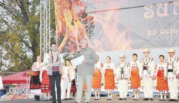Focul lui Sumedru  a fost completat la Topoloveni de o sărbătoare a recoltei 7