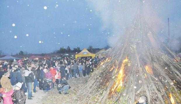 Focul lui Sumedru  a fost completat la Topoloveni de o sărbătoare a recoltei 5