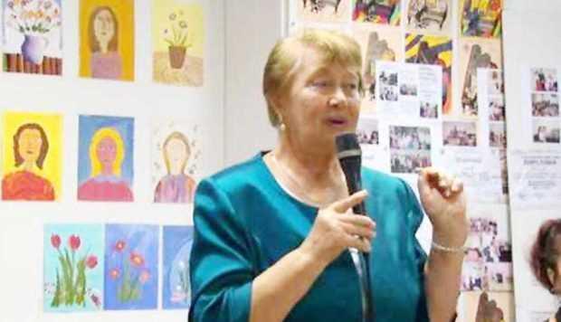 Poezii din creaţia Paulei Romanescu, lecturate la Centrul Cultural Piteşti 3
