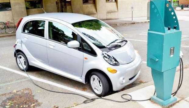 Mașinile electrice sau hibrid pot fi alimentate gratuit la CEZ Pitești 2