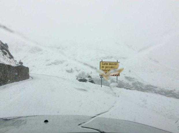 Transfăgărăşanul, închis din cauza zăpezii și poleiului 2