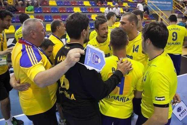 Cei trei studenți UPIT din echipa de handbal masculin universitar devenită campioană mondială la Malaga au fost premiați de ministrul Educației 6