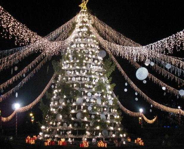 De Moș Nicolae,   Consiliul Județean Argeș le oferă tuturor copiilor din Argeș un spectacol de muzică, teatru și lumini 5