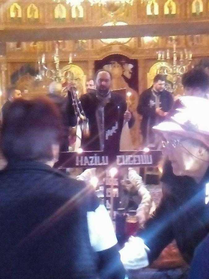 Biserica Sf. Andrei din Trivale,devenită neîncăpătoare la slujba de înmormântare a lui Eugeniu Mazilu 6