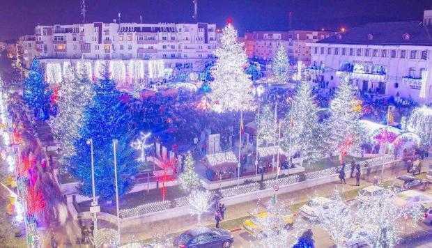 S-au aprins luminile festive la Mioveni 6