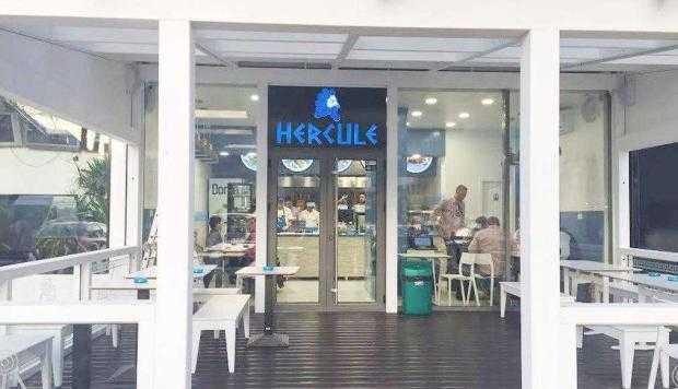S-a deschis un restaurant cu specific grecesc în centrul Piteştiului 7
