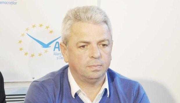 """Primarul din Corbi, Virgil Baciu:  """"Dacă avea demnitate, Iani Popa îşi dădea demisia din funcţia de senator"""" 6"""