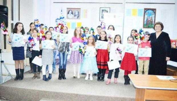Copiii au cântat colinde la Centrul Cultural Piteşti 5